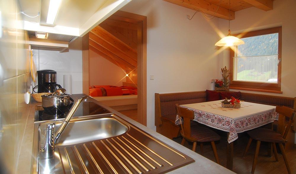 landheim-ferienwohnungen-appartements-appartamenti-apartments-antholz-anterselva-bergblick2