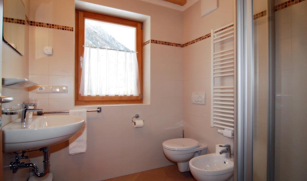 landheim-ferienwohnungen-appartements-appartamenti-apartments-antholz-anterselva-bergblick5